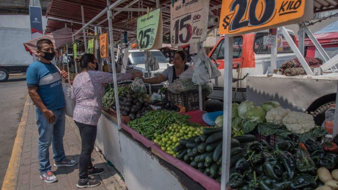 ¿Por qué los comerciantes informales no pagan impuestos?