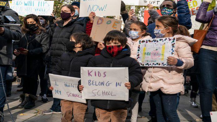 Abrir las escuelas, ¿la única buena idea de Trump que nadie está escuchando?