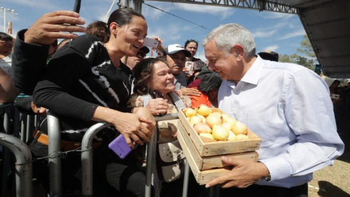 Aprobación de AMLO crece en NL y cae en Tabasco; cierra segundo año peor que Calderón