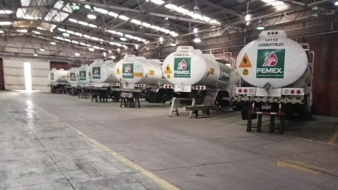 Cientos de pipas de Pemex están paradas por falta de refacciones y mantenimiento