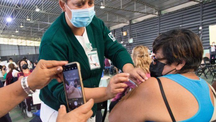 Vacunación contra COVID-19 detiene casos graves en mayores de 60 años; ¿quiénes faltan?